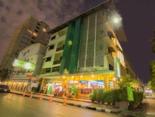 沃拉布里素坤逸酒店