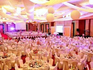 Crowne Plaza Manila Galleria Hotel Manila - Grand Ballroom