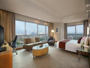 Crowne Plaza Manila Galleria Hotel Manila - Premiere Room