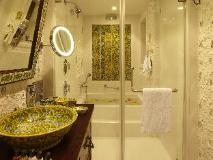 The Shalimar Hotel: bathroom
