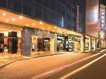 Emperor Hotel: exterior