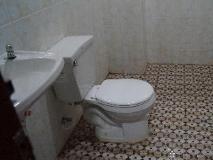 Phetphaylin Hotel: bathroom
