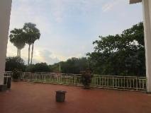 Double Lotus Hotel: surroundings