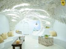 Gold Hotel: