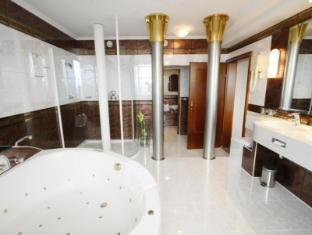 Panorama Hotel Prague Prague - Bathroom