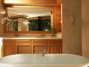 Chelsea Plaza Hotel Dubai - Bathroom