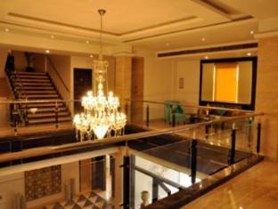 /sapna-clarks-inn/hotel/lucknow-in.html?asq=jGXBHFvRg5Z51Emf%2fbXG4w%3d%3d