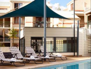 Mont Clare Boutique Apartments Perth - Swimming Pool