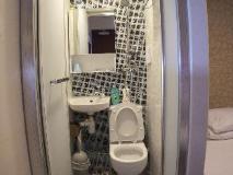 Mong King Hotel: bathroom
