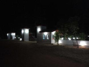 /hotel-nirmaa-shadow-inn/hotel/pasikuda-lk.html?asq=jGXBHFvRg5Z51Emf%2fbXG4w%3d%3d