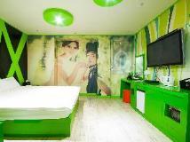O2 Motel: interior
