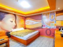 O2 Motel: guest room