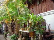 Sisombath House: garden