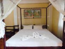 Sisombath House: guest room