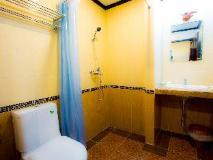 Douangchan Plaza Hotel: bathroom