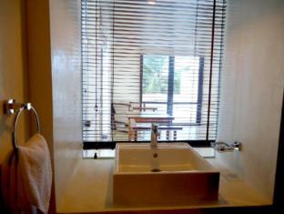 Goldi Sands Hotel Negombo - Suite Room Bathroom