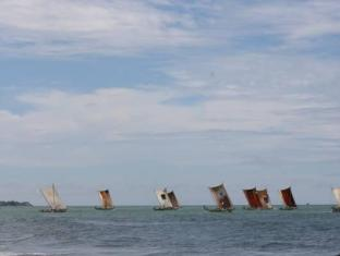 Goldi Sands Hotel Negombo - Beach