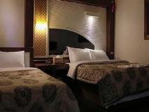IU Motel: guest room