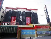 J Motel: exterior