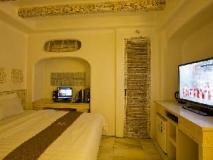 M Hotel: guest room