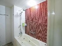 M Hotel: hot tub