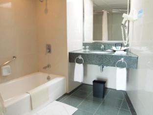 Pousada Marina Infante Hotel Macau - Suite Bathroom