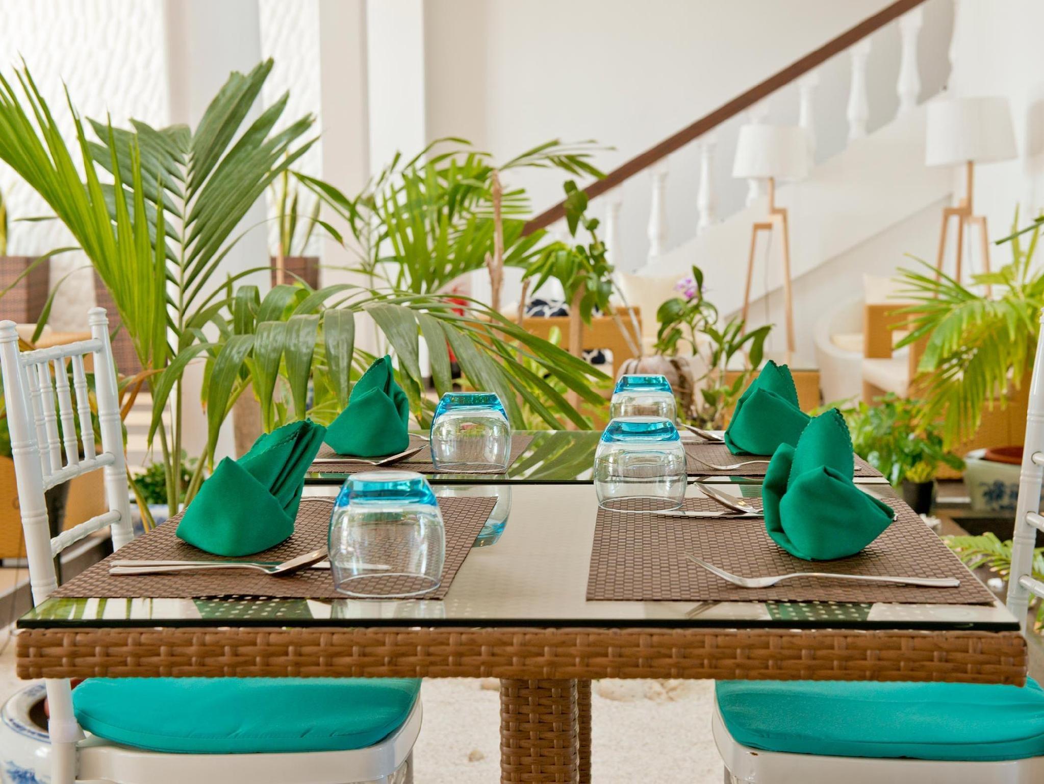 Crystal Sands Beach Hotel18