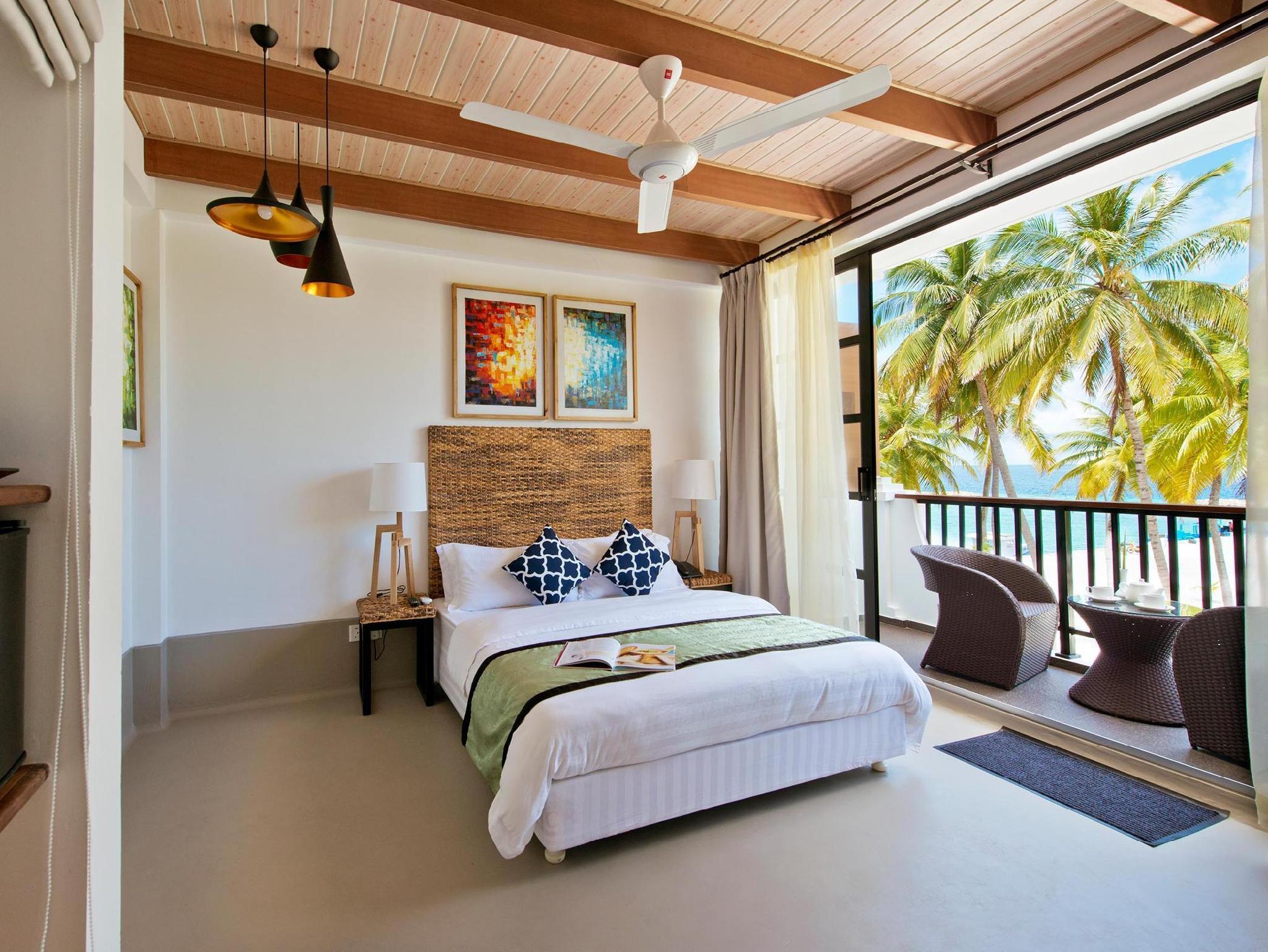 Crystal Sands Beach Hotel1