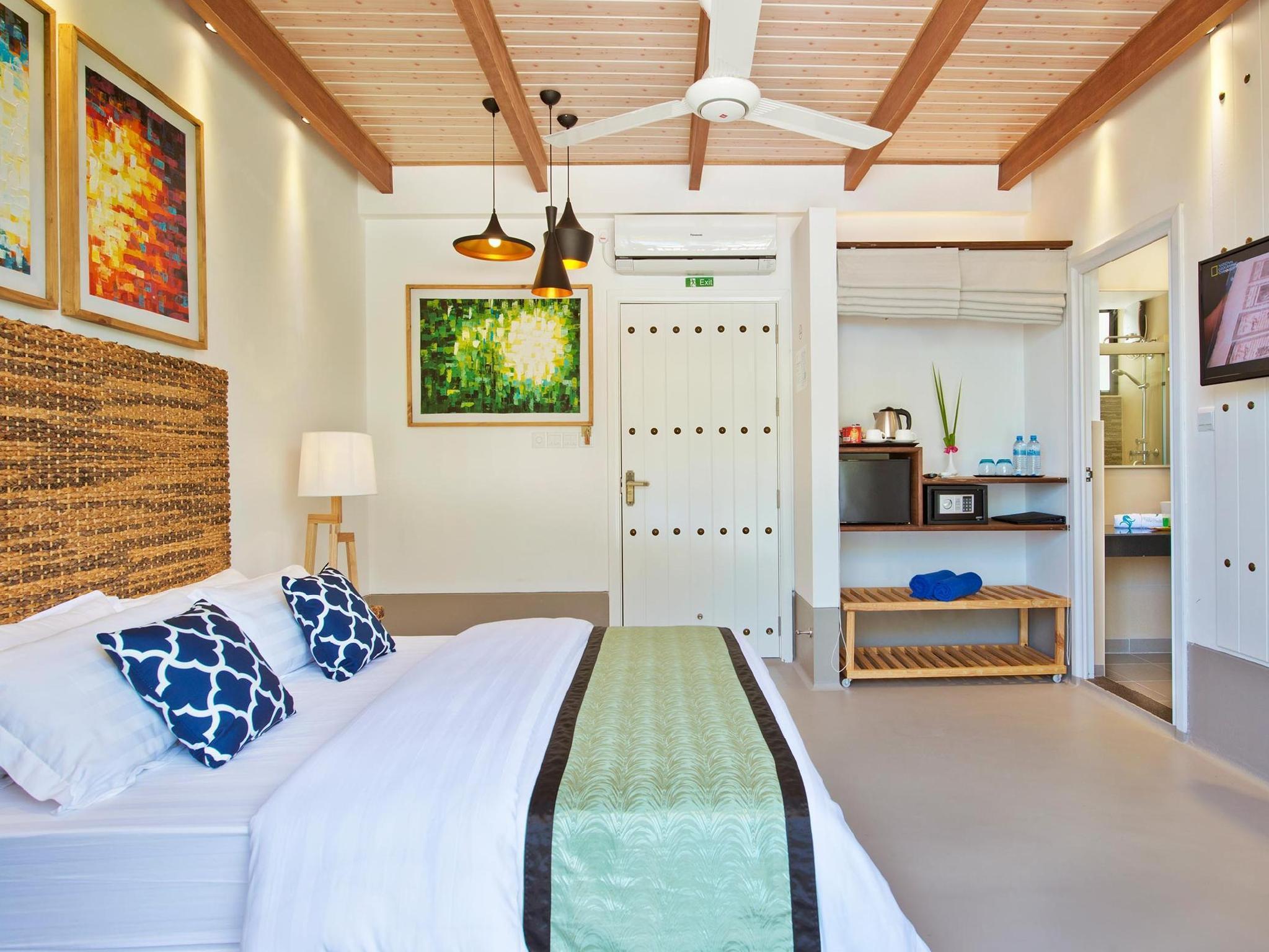 Crystal Sands Beach Hotel8