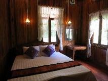 Namkhan Riverside Hotel: guest room