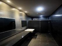 Hotel Herald: bathroom