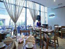 Chelsea Tower Suites & Apartments: restaurant