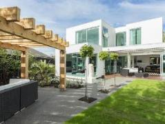 The Establishment Boutique Accommodation | New Zealand Budget Hotels
