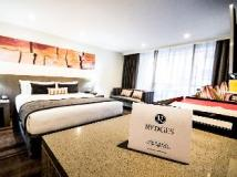 Rydges World Square: suite room