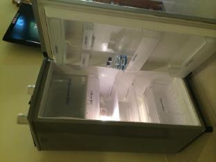 Febri's Hotel & Spa Bali - Refrigerator full size