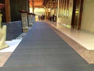 Febri's Hotel & Spa Bali - Entrance to Public Toilets