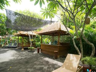 Febri's Hotel & Spa Bali - Pool Towel Counter