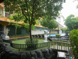 Febri's Hotel & Spa Bali - Fish Pond