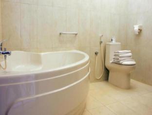 Febri's Hotel & Spa Bali - Bathroom