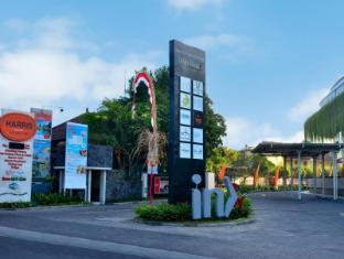 HARRIS Resort Kuta Beach Bali - Entrance