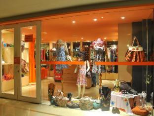 HARRIS Resort Kuta Beach Bali - Shops