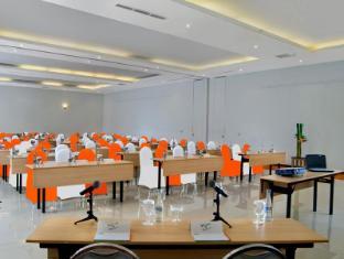 HARRIS Resort Kuta Beach Bali - Meeting Room