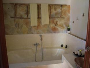 Junjungan Ubud Hotel & Spa Bali - Bathroom