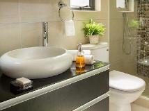 Cue Hotel: bathroom