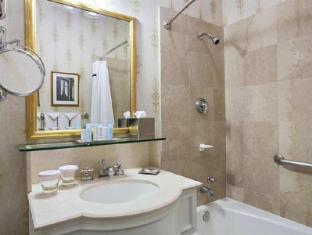 The Drake Hotel Chicago (IL) - Bathroom