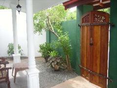 Extreme Host Guest House | Sri Lanka Budget Hotels