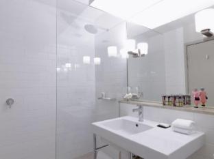 QT Canberra Canberra - Bathroom