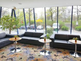 Holiday Inn Berlin Mitte Hotel Берлин - Лобби