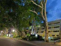 Australia Hotel Booking | Marlin Waters Beachfront Apartments