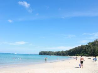 Naiyang Beach Resort and Spa Phuket - Beach